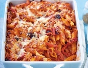 Roasted red pepper, spinach and goat's cheese pasta bake