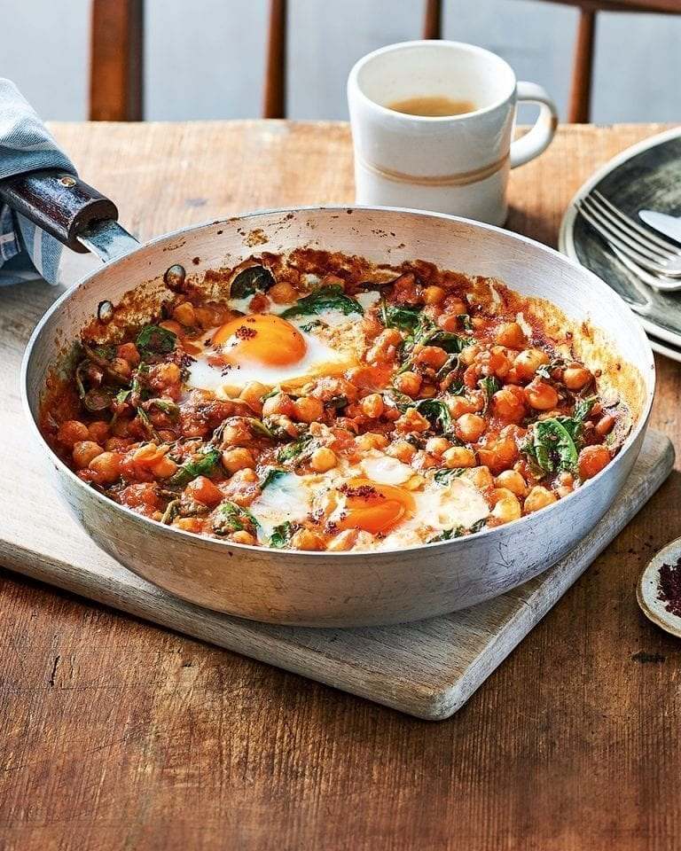 Spicy baked eggs with tomatoes and chickpeas