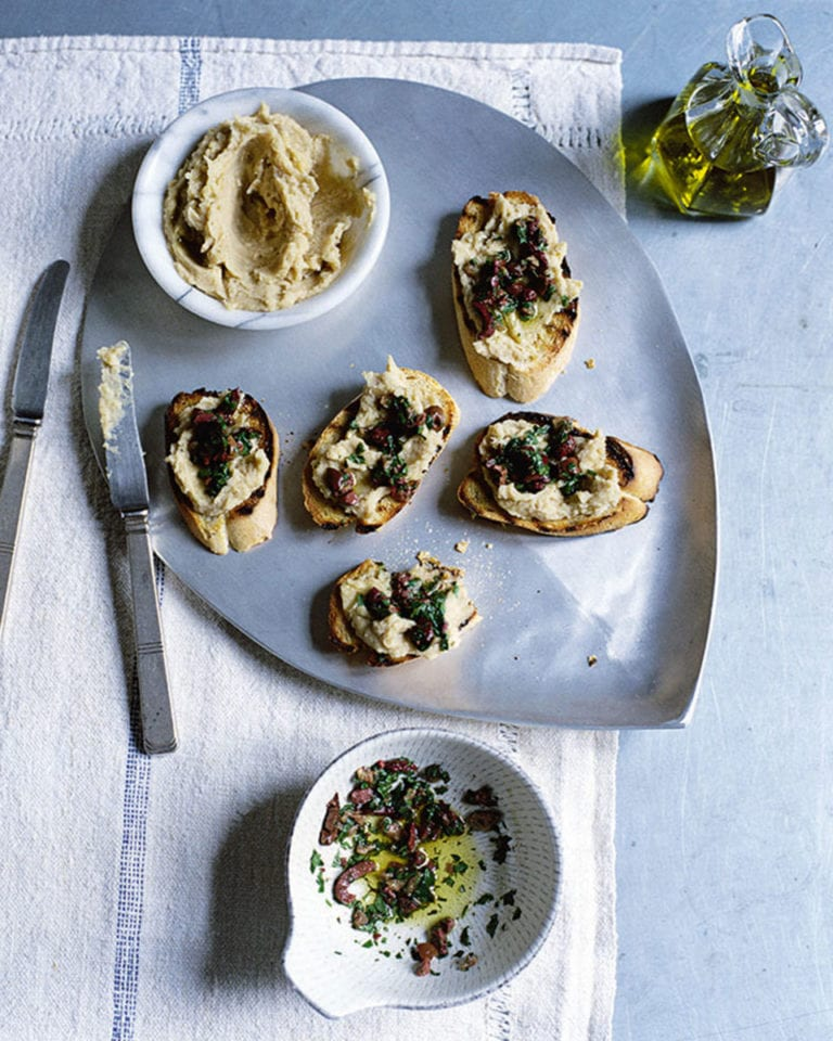 Crostini with white bean purée