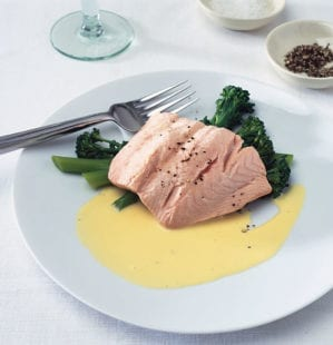 How to make hollandaise sauce