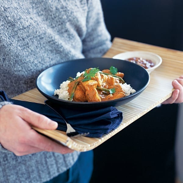 Spiced tomato and yogurt chicken curry
