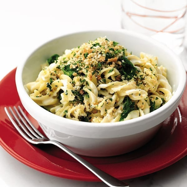 Creamy spinach pasta with breadcrumbs