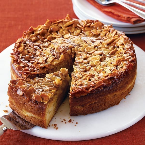 Pear and almond cake with almond crunch topping