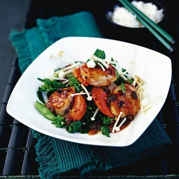 Scallops in black bean sauce with mushrooms
