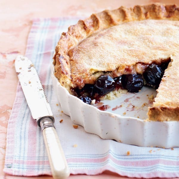 Old-fashioned cherry pie