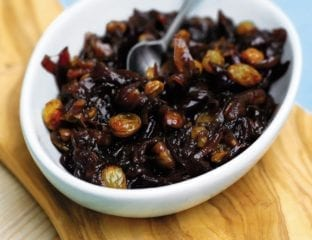 Onion and walnut compote