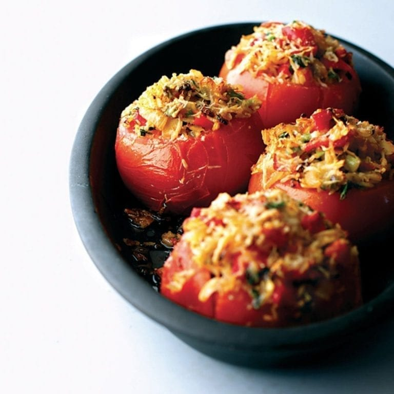 Stuffed tomatoes with almonds