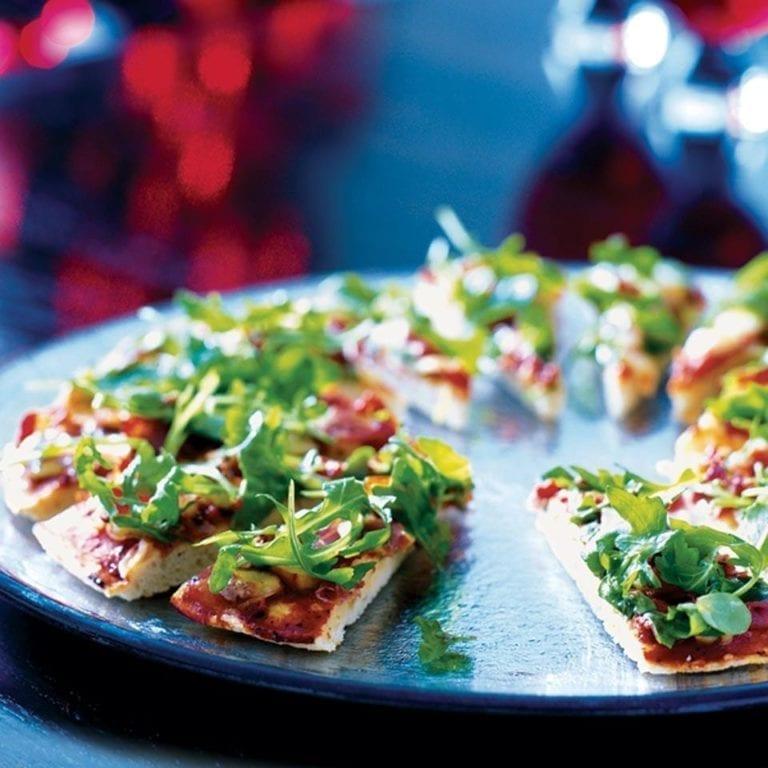 Parma ham and mozzarella pizza