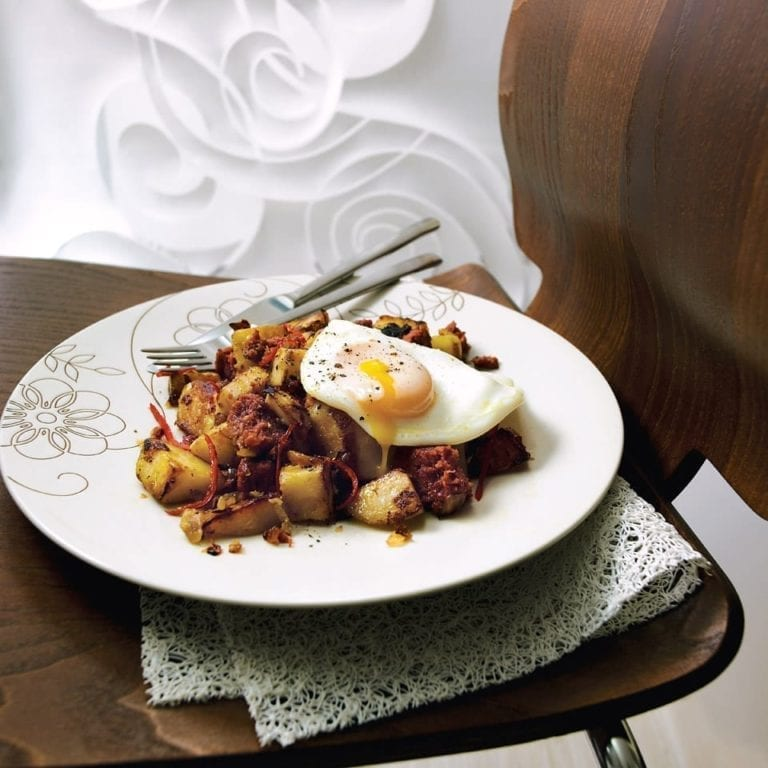 Chilli corned beef hash with egg