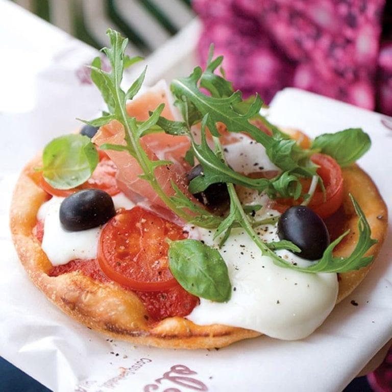 Mascarpone, prosciutto and rocket pizza