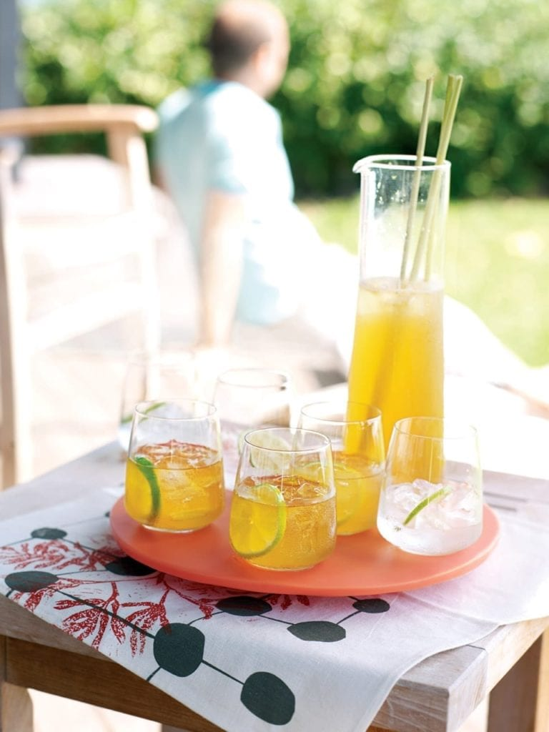 Lime and lemongrass rum punch