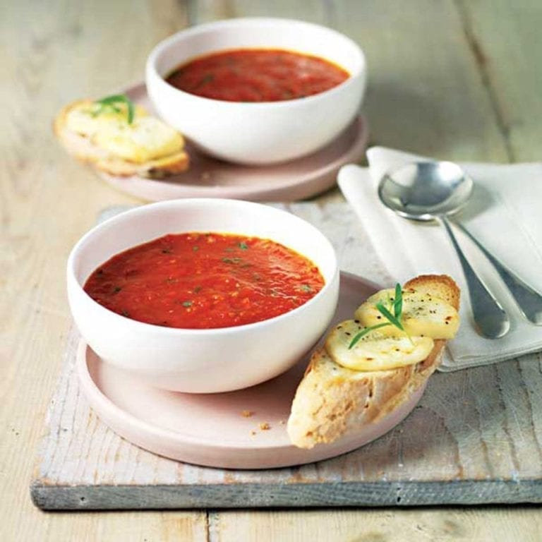 Tomato and red pepper soup with Crottin de Chavignol crotes