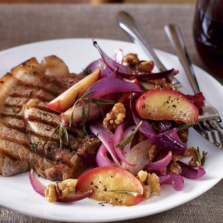 Pork chops with apple and walnuts