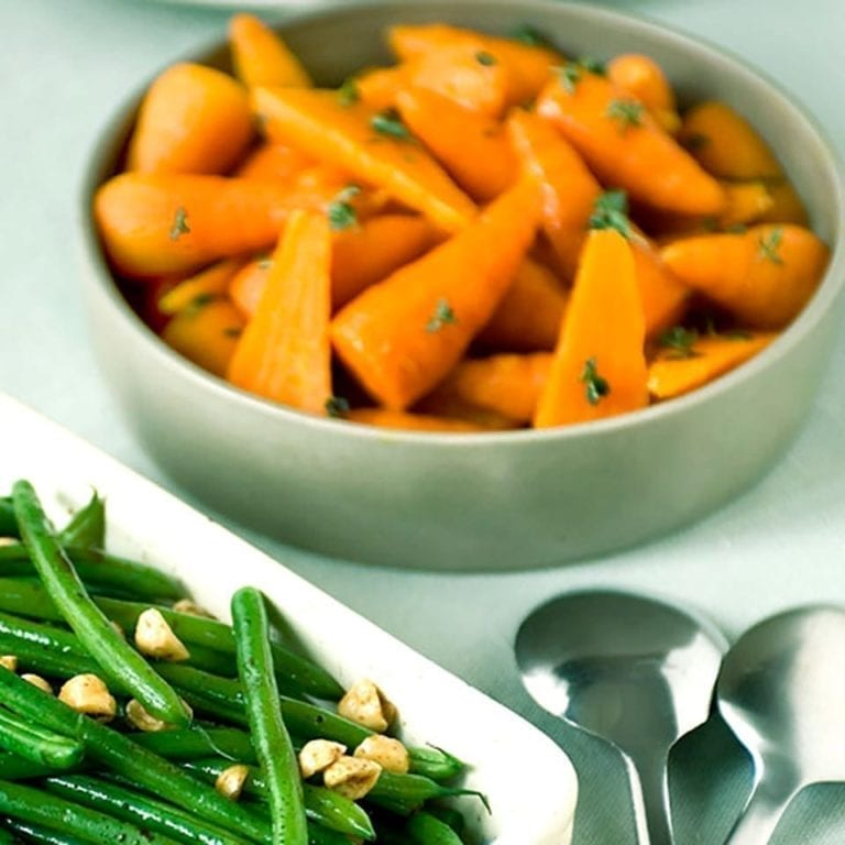 Sweet thyme carrots
