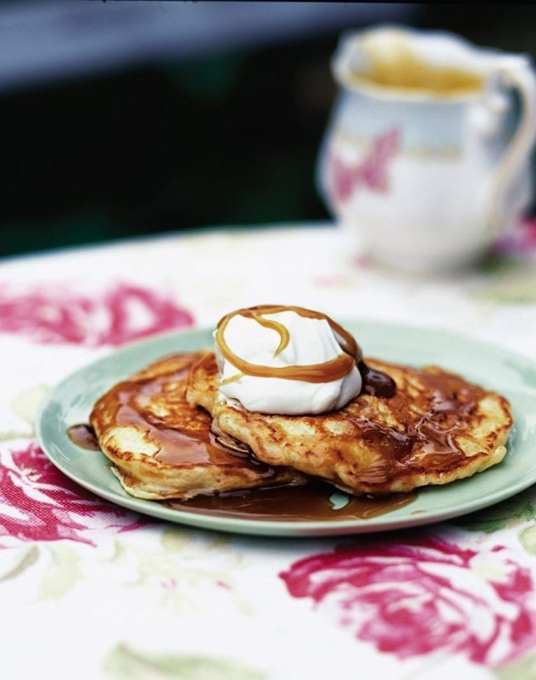 Apple pancakes with toffee sauce