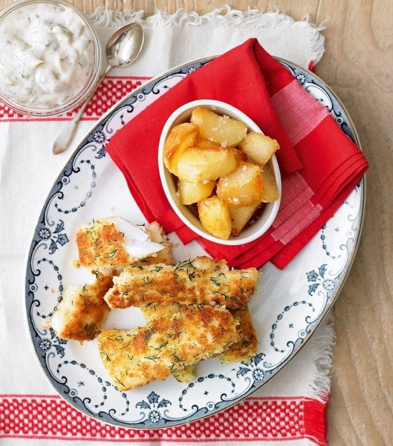 Fish fingers with chipped potatoes and tartare sauce