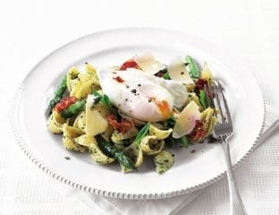 Pasta with asparagus, mint pesto and poached egg