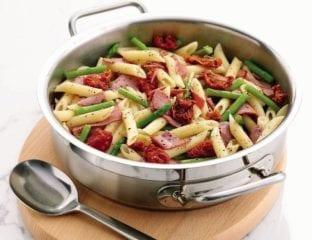Pastrami, tomato and asparagus pasta