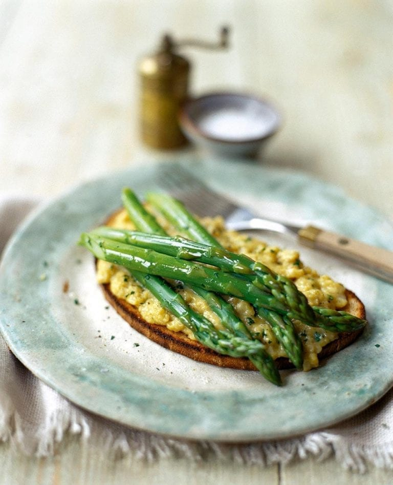 Scrambled egg and asparagus on toast (Scotch Woodcock)