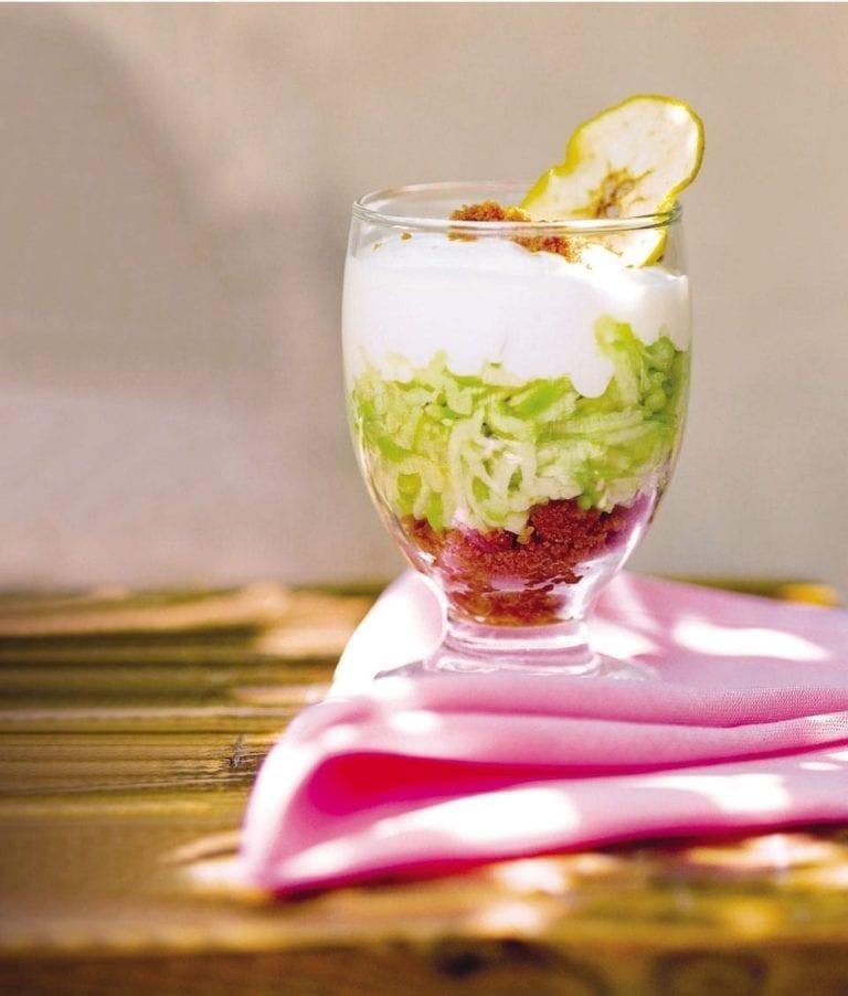 Apple and ginger yogurt dessert