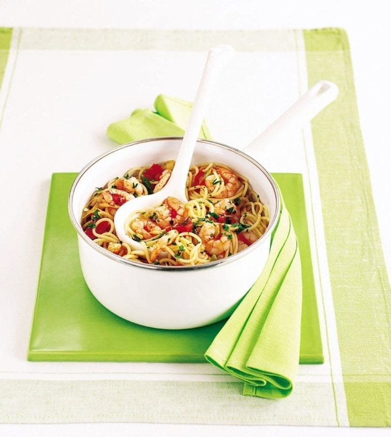 Picchi-pacchi spaghetti with prawns and chilli