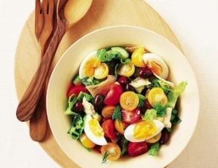 Tomato, egg and pitta salad