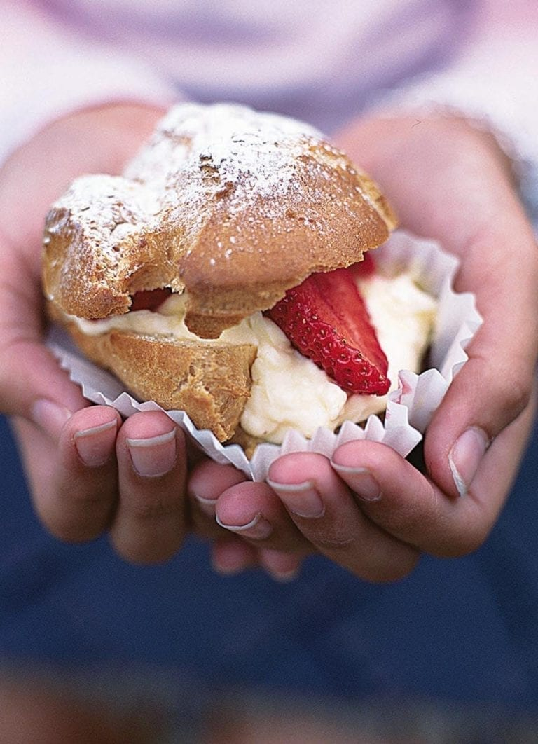Strawberry choux buns