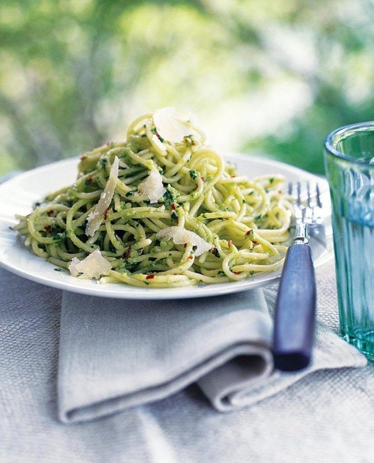 Spaghetti with avocado pesto