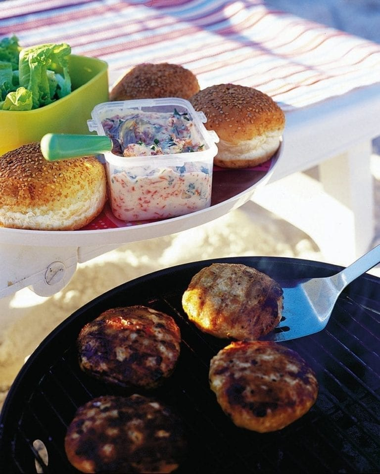 Turkey burgers with pepper and blue cheese sauce