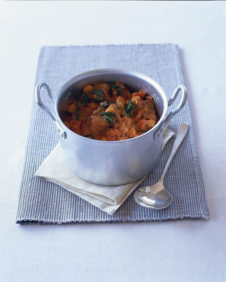Paprika pork with chickpeas and spinach