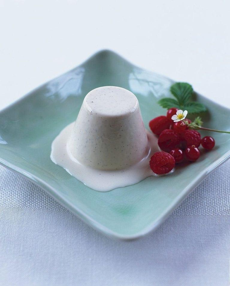 Vanilla bean and white chocolate pannacotta