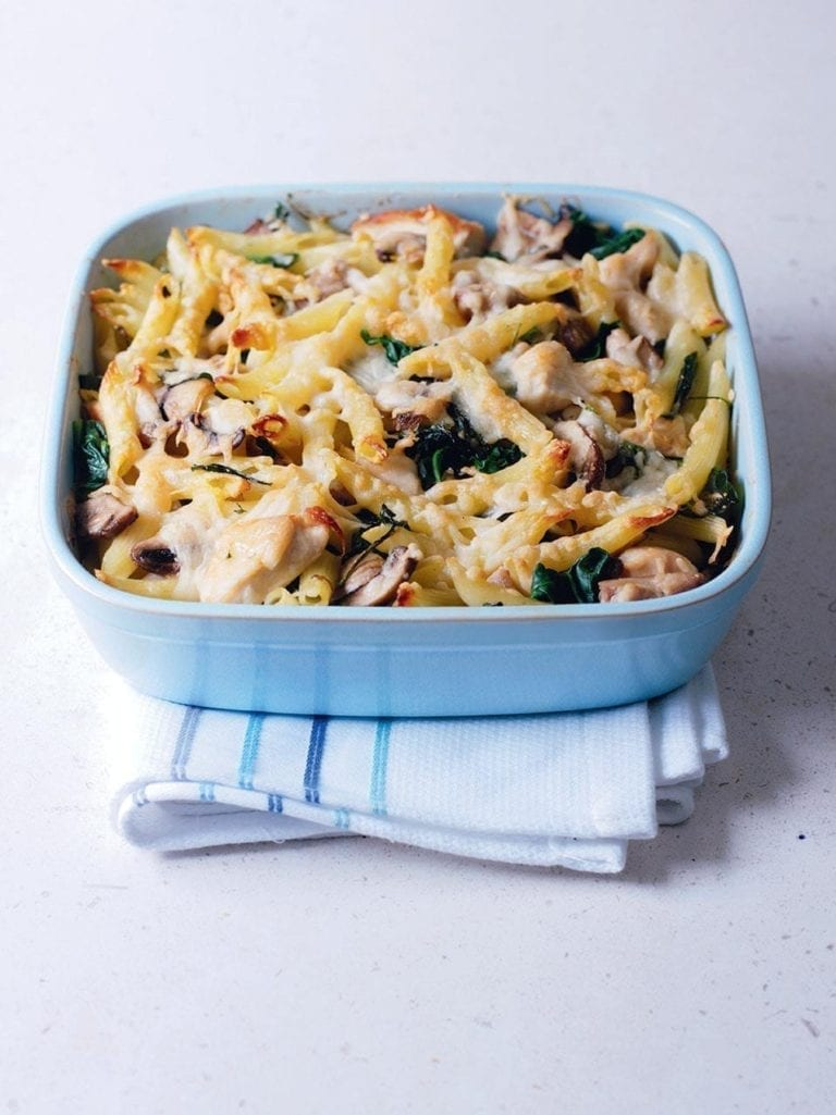 Chicken, mushroom and spinach pasta bake