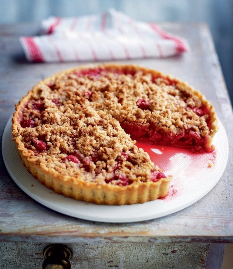 Raspberry crumble pie