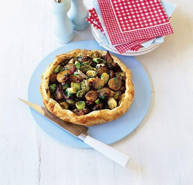 Leek puff pastry tart