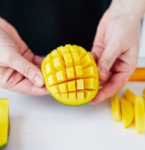 How to prepare a ripe mango