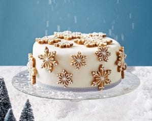 How to make a spiced snowflake Christmas cake