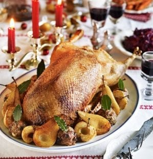 How to roast a goose for Christmas: tips and video