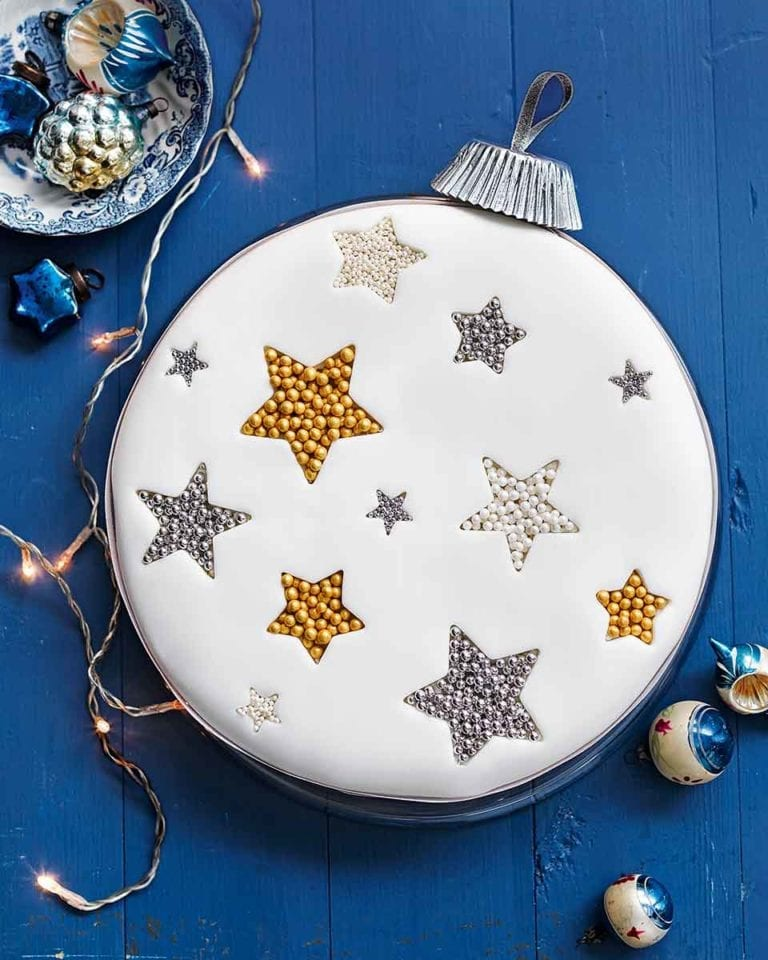 How to make a Christmas bauble cake