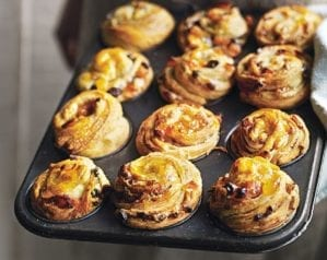 Cinnamon, fruit and almond cruffins video recipe