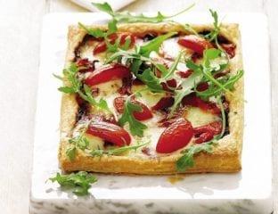 Speedy pepper, olive and tomato tart