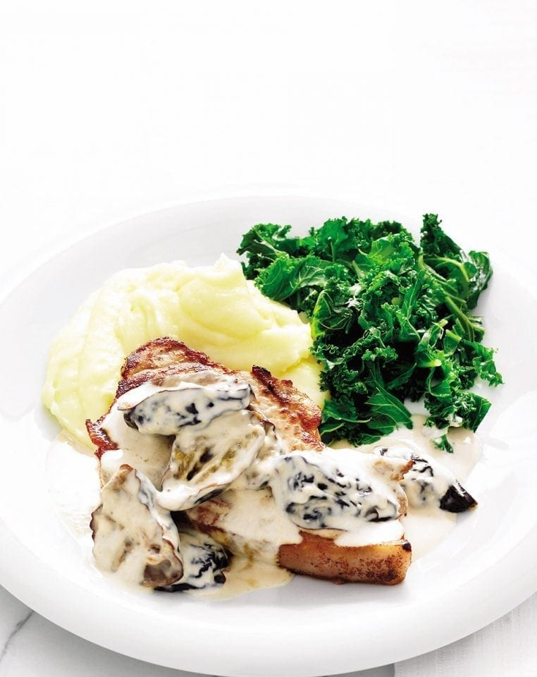 Quick creamy pork chops with prunes
