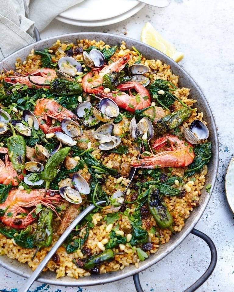 How to make paella on the barbecue