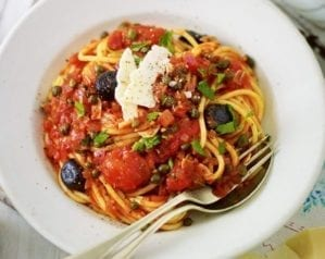 Vegetarian spaghetti alla puttanesca – video