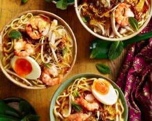 Chicken, prawn and coconut curry laksa video