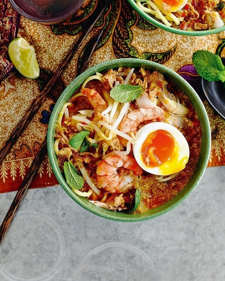 How to make chicken and coconut curry laksa