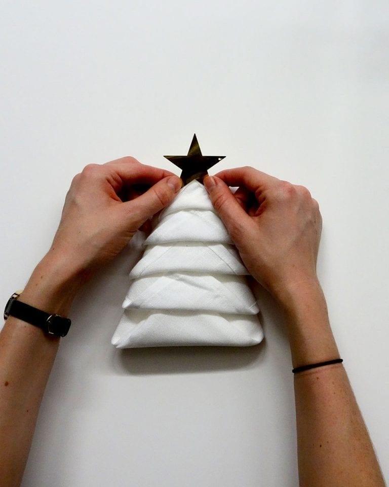 How to fold Christmas tree napkins