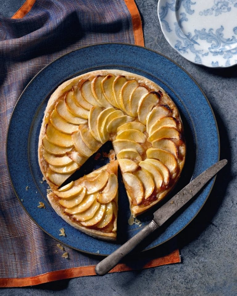 A light apple tart with quince purée
