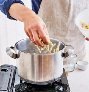 How to make trofie pasta– video