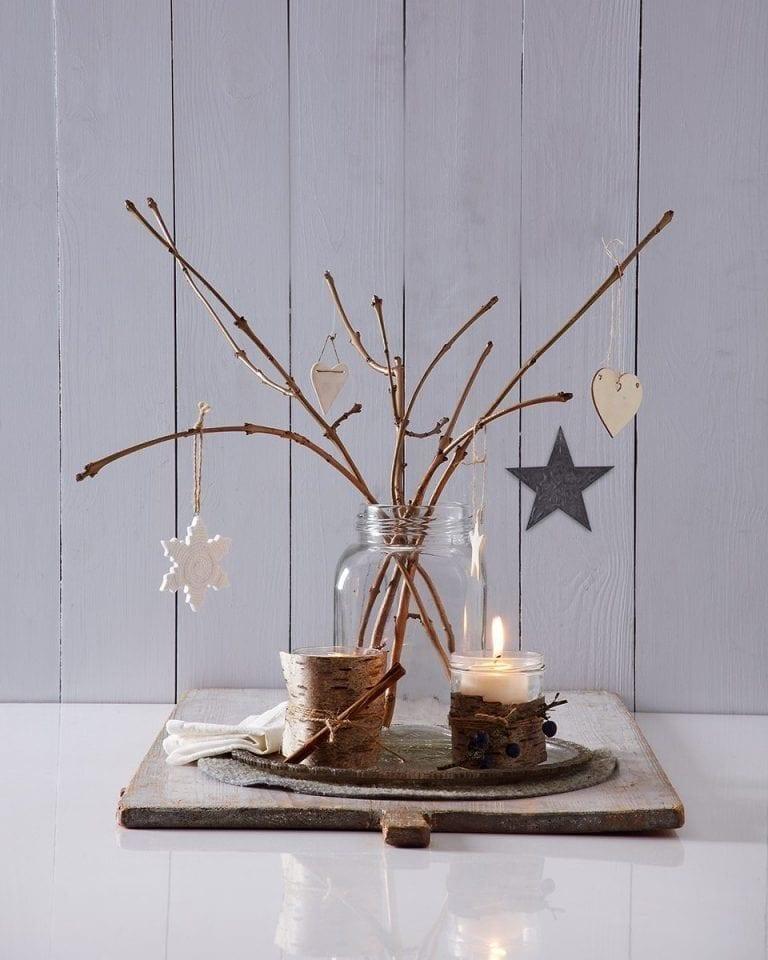 Six quick, easy and cheap Christmas table decorations