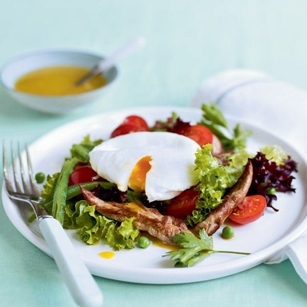 Quick, warm duck salad with poached egg